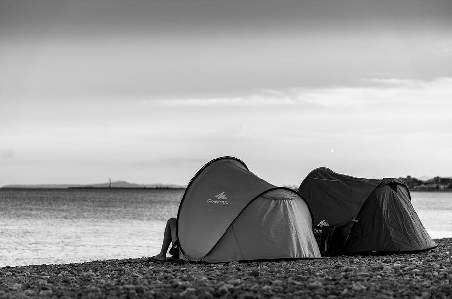 Comment plier une tente de plage?